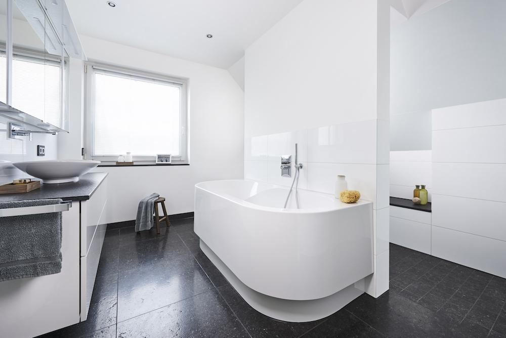 Metamorfose van een oude badkamwer met slimme badkamersystemen van Viega #metamorfose #viega #badkamer #badkameroplossingen