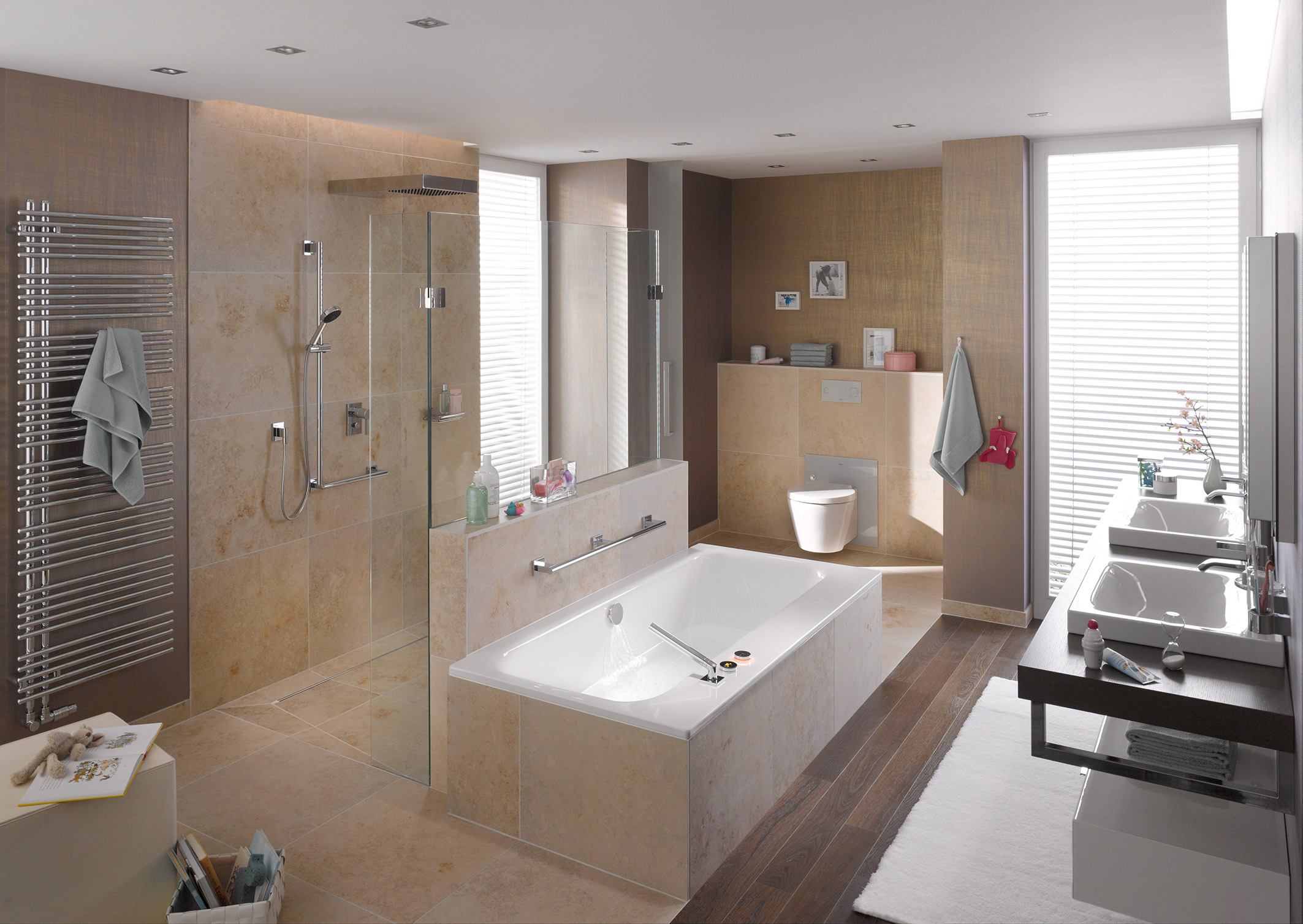 Een comfortabele badkamer voor jong en oud met viega nieuws startpagina voor badkamer idee n - Deco kleine badkamer met bad ...