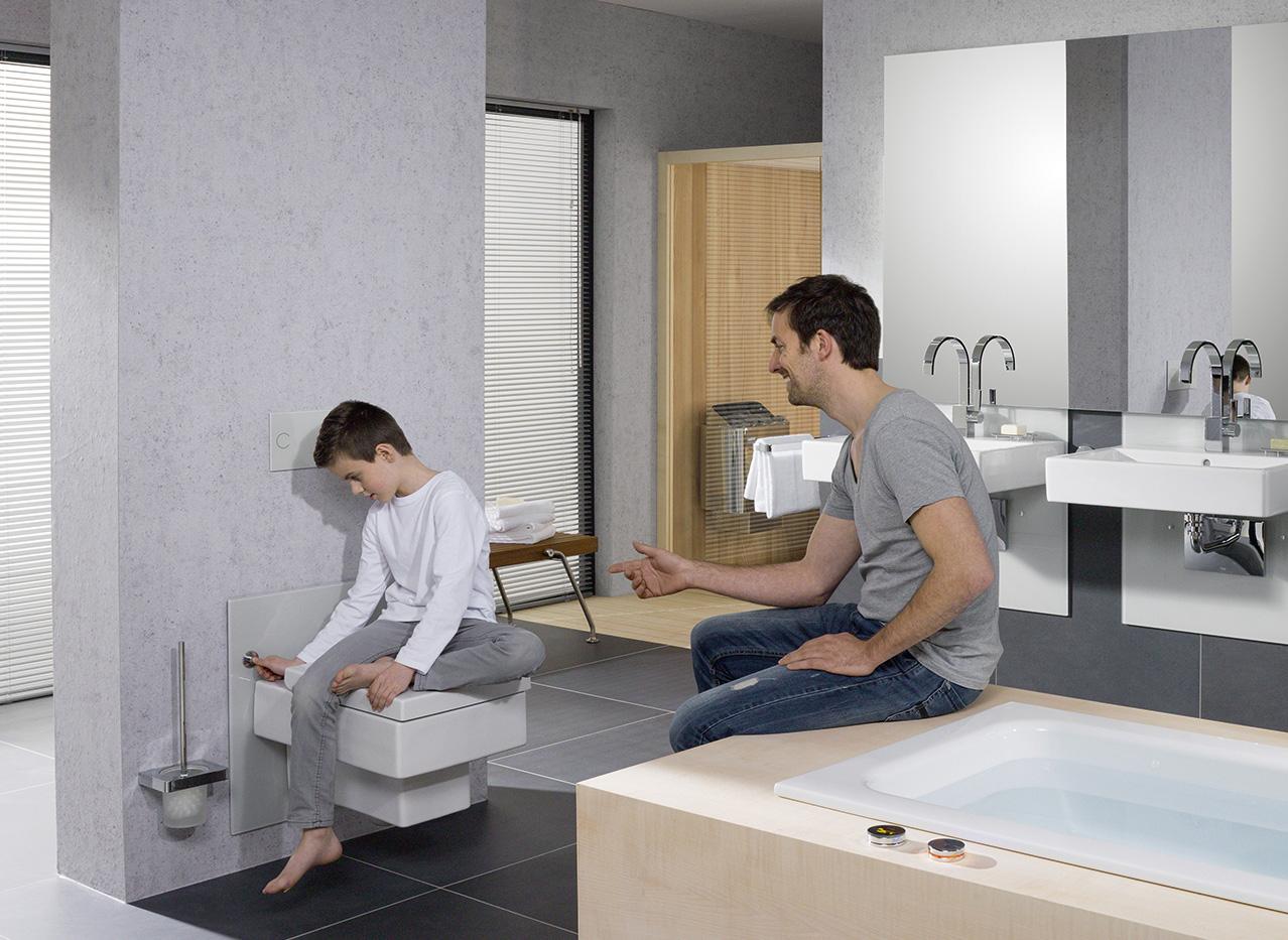 In hoogte verstelbaar toilet voor jong en oud - de levensloopbestendige badkamer met badkameroplossingen van Viega
