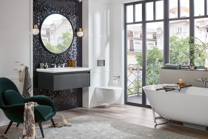 Badkamerinspiratie! Badkamer in art deco stijl met bad en badkamermeubels van Villeroy & Boch uit de Antheus badkamercollectie #villeroyboch #badkamer #badkamerinspiratie #bad #badkamermeubel