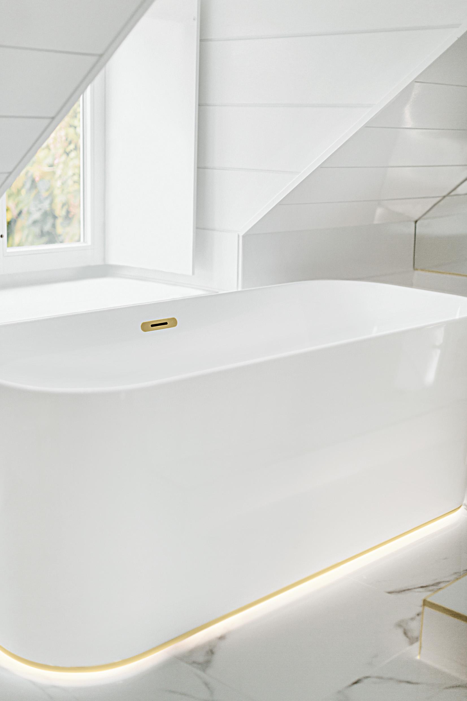 Badkamer inspiratie. Een stijlvolle badkamer met Finion, een complete collectie van Villeroy & Boch #badkamer