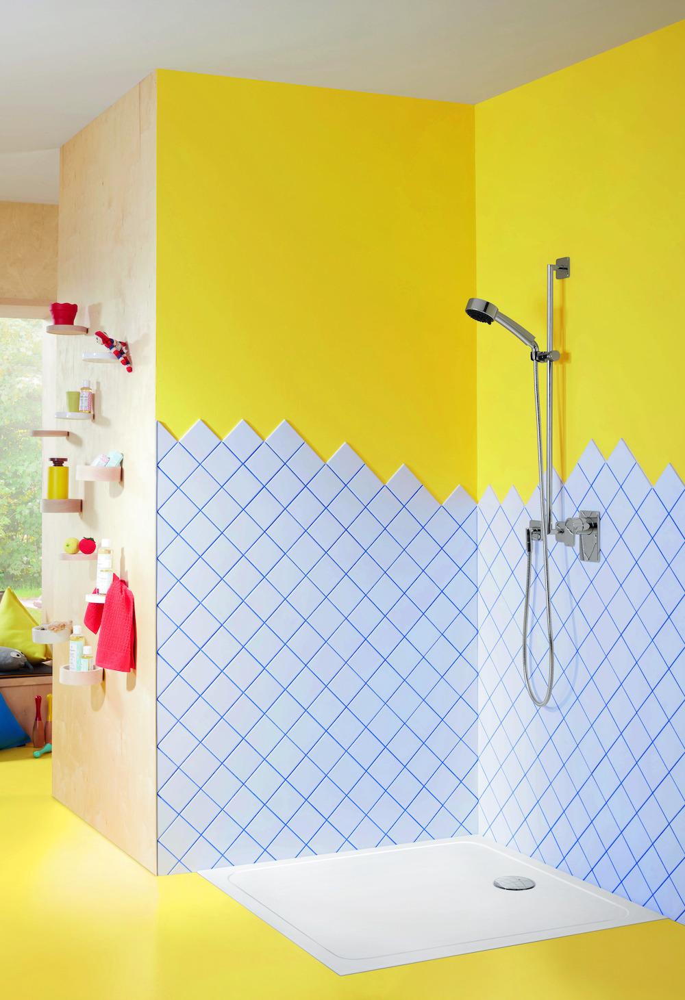 Badkamer met sanitair speciaal voor kinderen van Villeroy & Boch. O.novo innovatieve en kindervriendelijke sanitair-collectie #villeroyboch #onovo #kinderen #badkamer #douche #kinderdouche #kinderbadkamer #badkamerinspiratie #kleur
