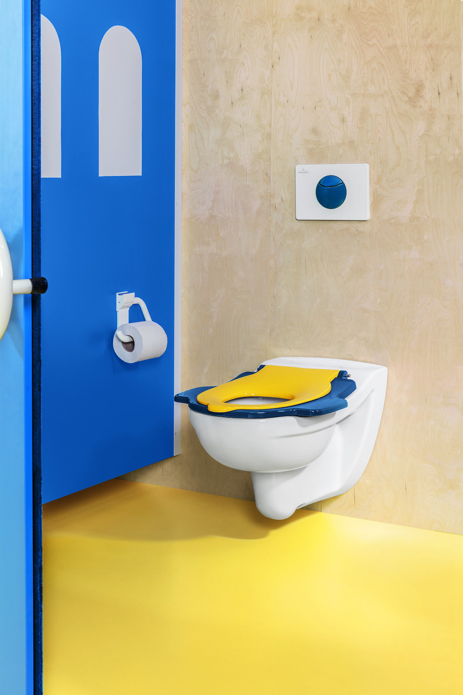 Badkamer met sanitair speciaal voor kinderen van Villeroy & Boch. O.novo innovatieve en kindervriendelijke sanitair-collectie #villeroyboch #onovo #kinderen #badkamer #toilet #kindertoilet #kinderbadkamer #badkamerinspiratie #kleur