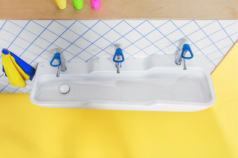 Badkamer met sanitair speciaal voor kinderen van Villeroy & Boch. O.novo innovatieve en kindervriendelijke sanitair-collectie #villeroyboch #onovo #kinderen #badkamer #wastafel #kinderwastafel #kinderbadkamer #badkamerinspiratie #kleur