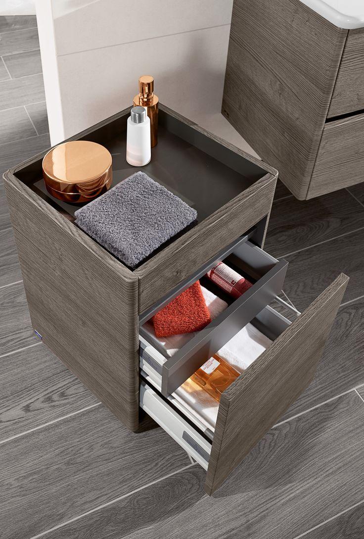 Villeroy & Boch badkamercollectie Vivia met verrijdbare hocker om te zitten bij de wastafel - levensloopbestendige badkamer