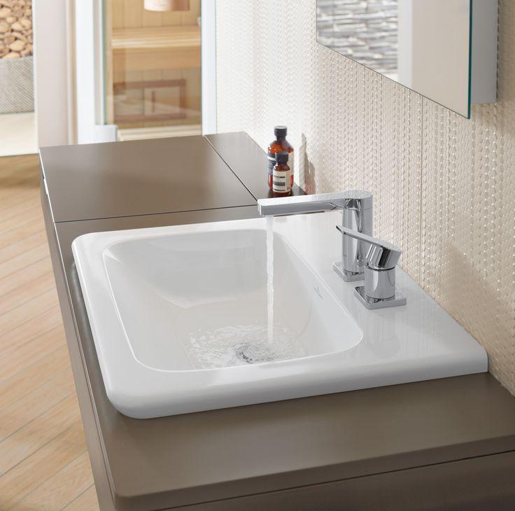 Villeroy & Boch badkamercollectie Vivia wastafel met veel aflegruimte zodat alle spulletjes direct binnen handberiek zijn - levensloopbestendige badkamer