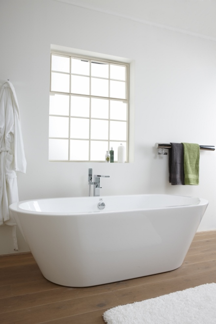 Baden+ landelijke badkamer Noken met vrijstaand bad