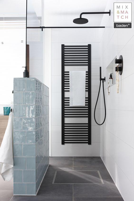 Badkamertrend: zwarte elementen in de badkamer. Zwarte radiator en douchegarnituur via Badenplus #badenplus #badkamertrend #badkamer #badkamerinspiratie #zwart