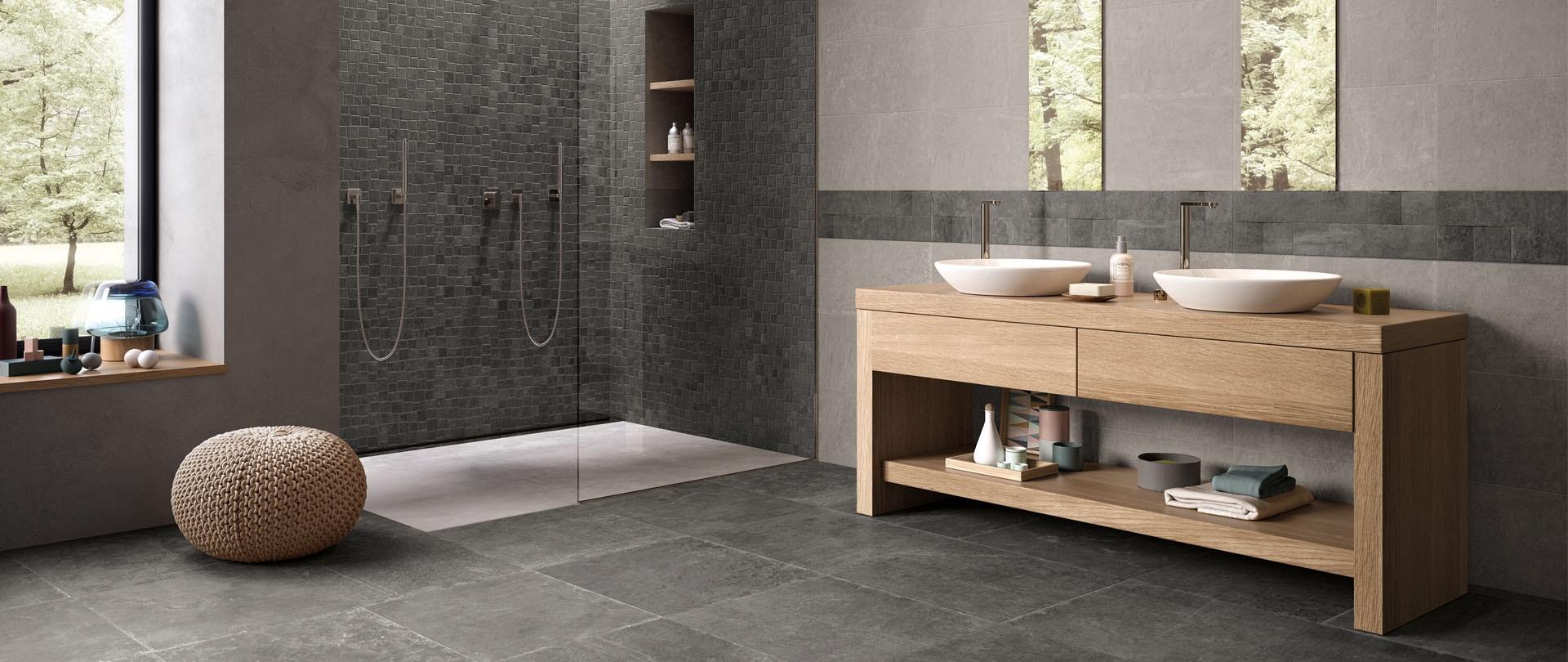 Badkamer met tegels uit de Fusion tegelserie van Douglas & Jones. Fusion Mistique Black met de looks van leisteen. #badkamer #badkamerinspiratie #tegels #badkamertegels #douglasjones