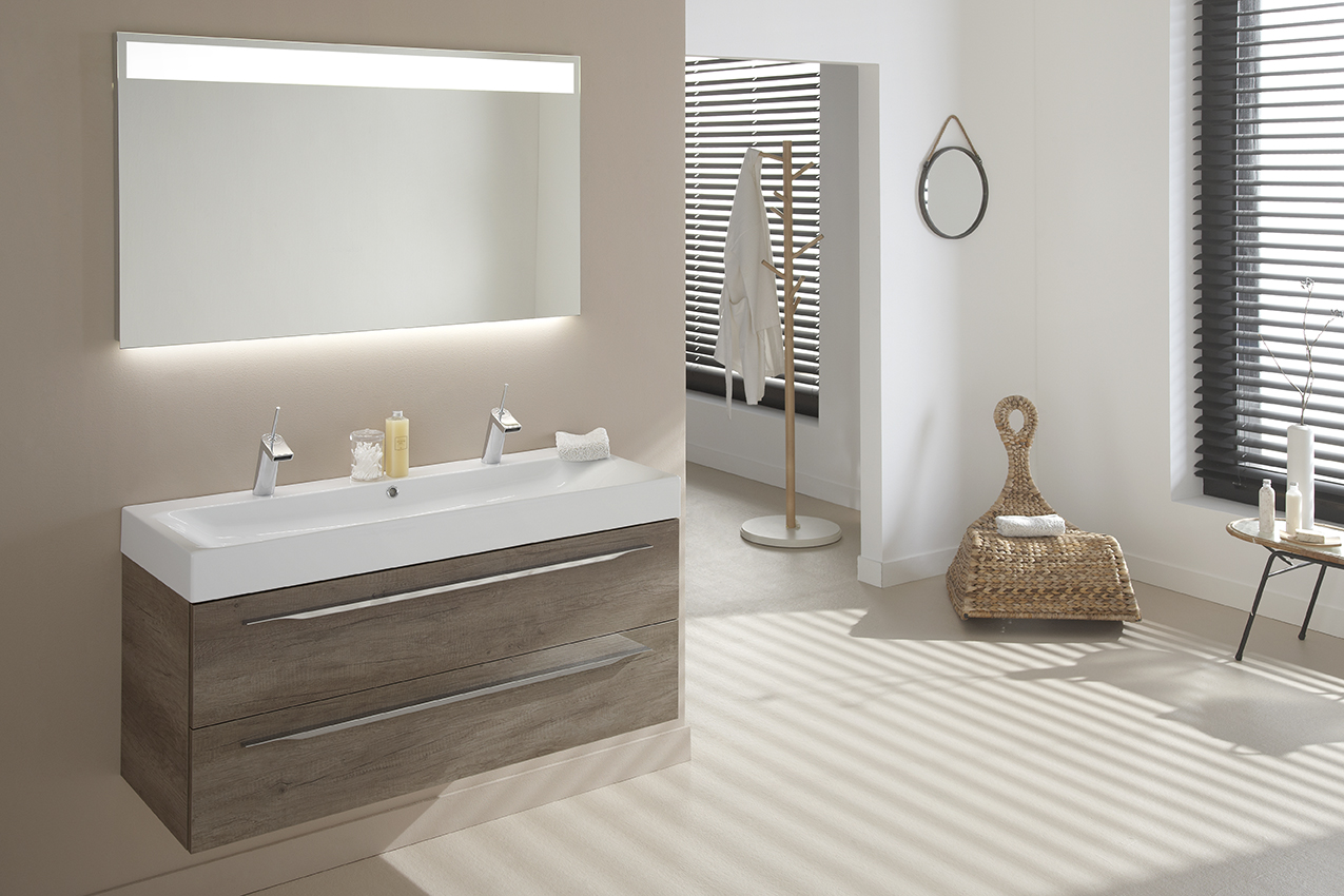 Badkamermeubels met warme houtkleur van thebalux nieuws startpagina voor badkamer idee n uw - Foto badkamer meubels ...