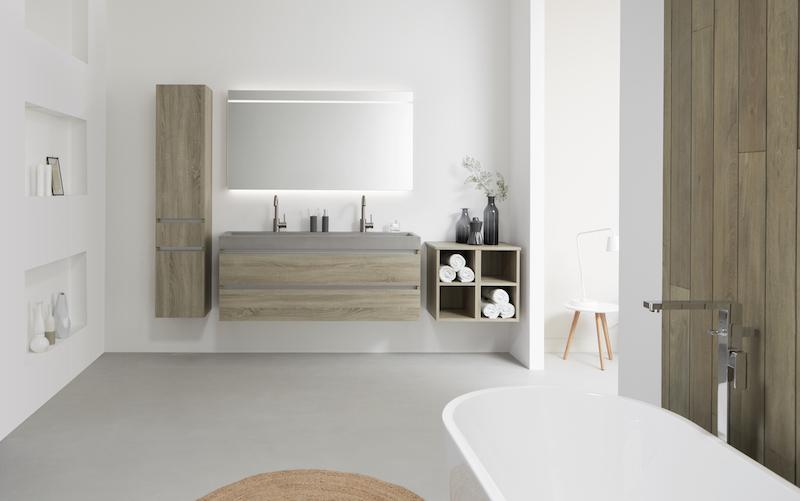 Beton in de badkamer: badkamermeubel Beat 2.0 met betonnen wastafel en meubel van hout #thebalux #badkamer #badkamermeubel #wastafel #beton #badkamertrends
