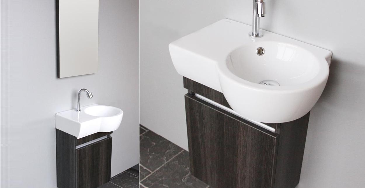 Toiletmeubel met opbergruimte, wastafel en spiegel. Aico van Thebalux
