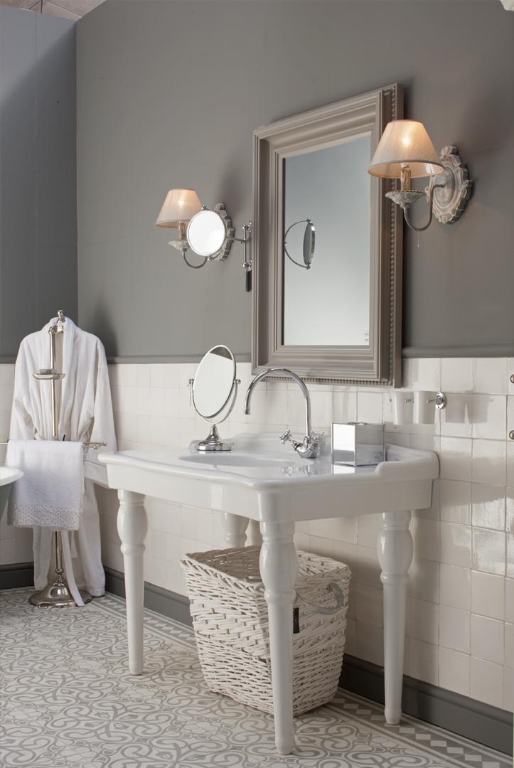 Klassieke wastafel op poten via Windsor Bathroom Company