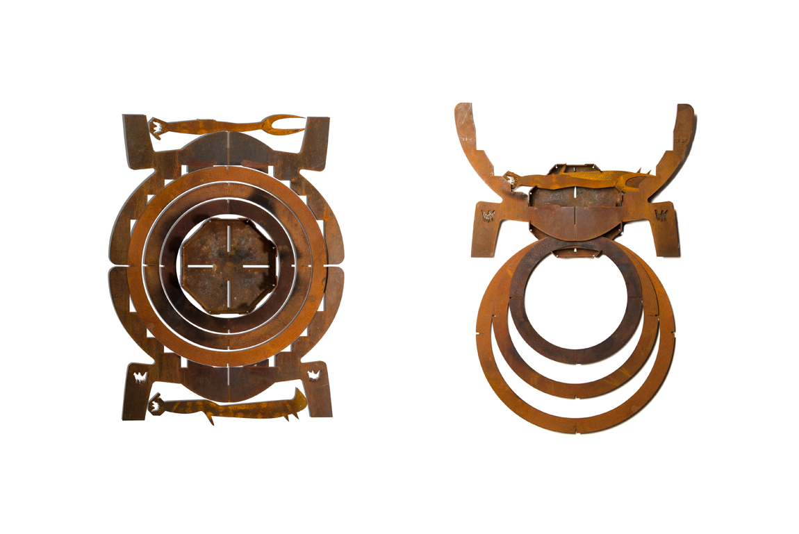 Modulaire en inklapbare design vuurkorf Fire Walk With Me van cortenstaal ingeklapt voor aan de muur na gebruik - designer Nik Baeyens via Boley