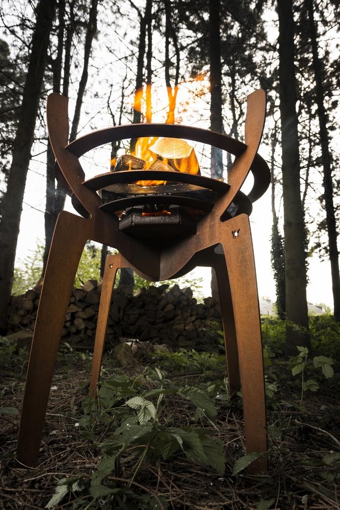 Modulaire en inklapbare design vuurkorf Fire Walk With Me van cortenstaal - designer Nik Baeyens via Boley