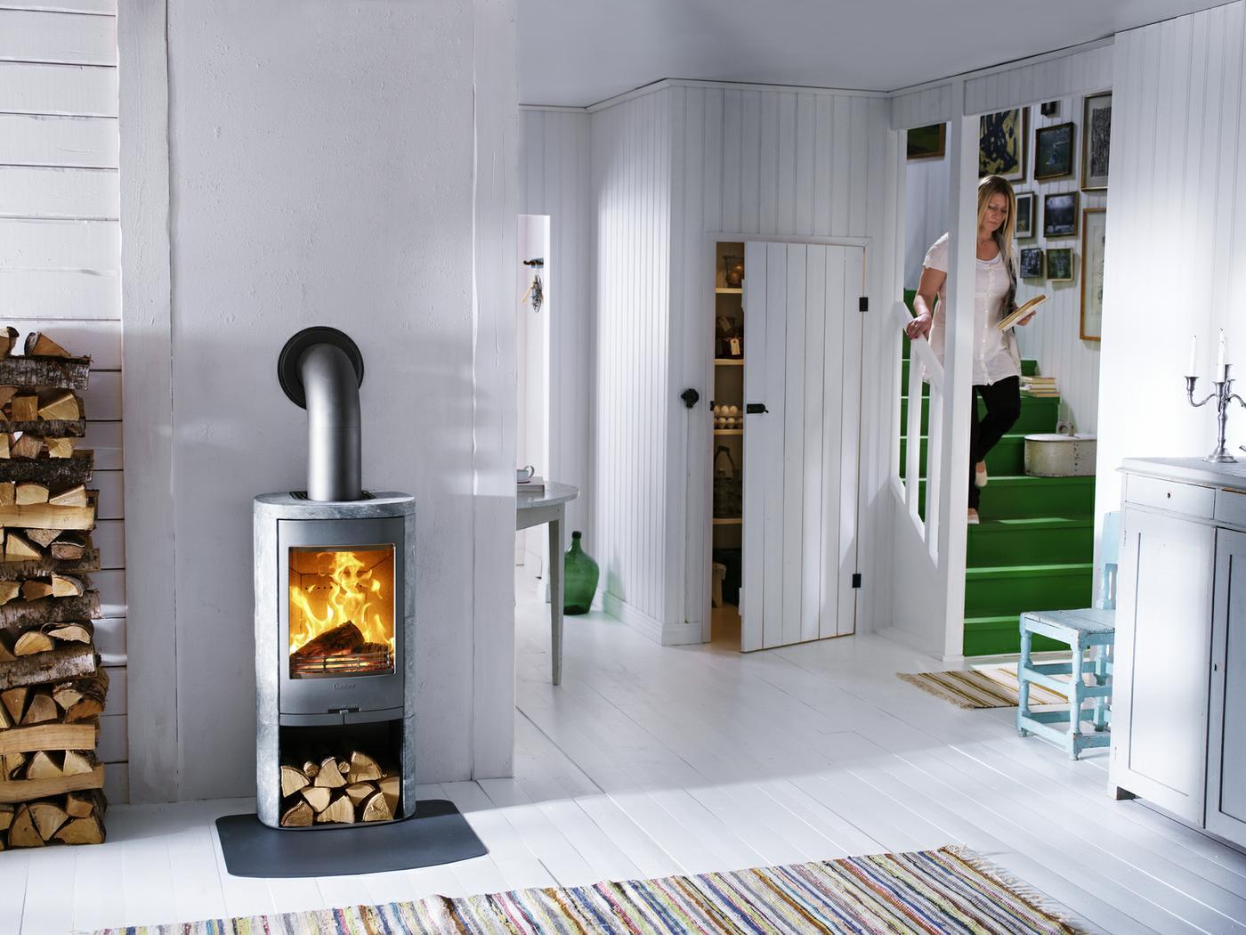 Scandinavisch interieur met houtkachel - Contura 820 T met speksteen