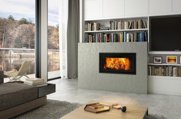 Inbouwhaard VISTA 900C van Dovre. Houthaard met moderne verbrandingstechnieken en verkrijgbaar als inbouwhaard of inzethaard #inbouwhaard #houthaard #inzethaard #dovre
