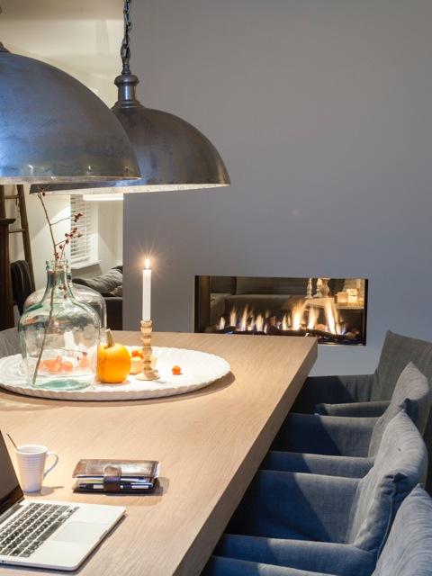 Doorkijkhaard op tafelhoogte en als ruimteverdeler tussen eetkamer en woonkamer - Faber Aspect Premium ST L