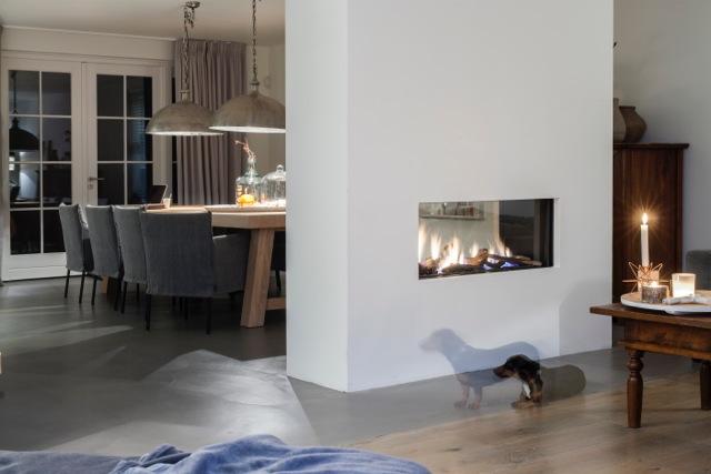 Doorkijkhaard bij eettafel als ruimteverdeler tussen woonkeuken en kamer - Faber Aspect premium ST L