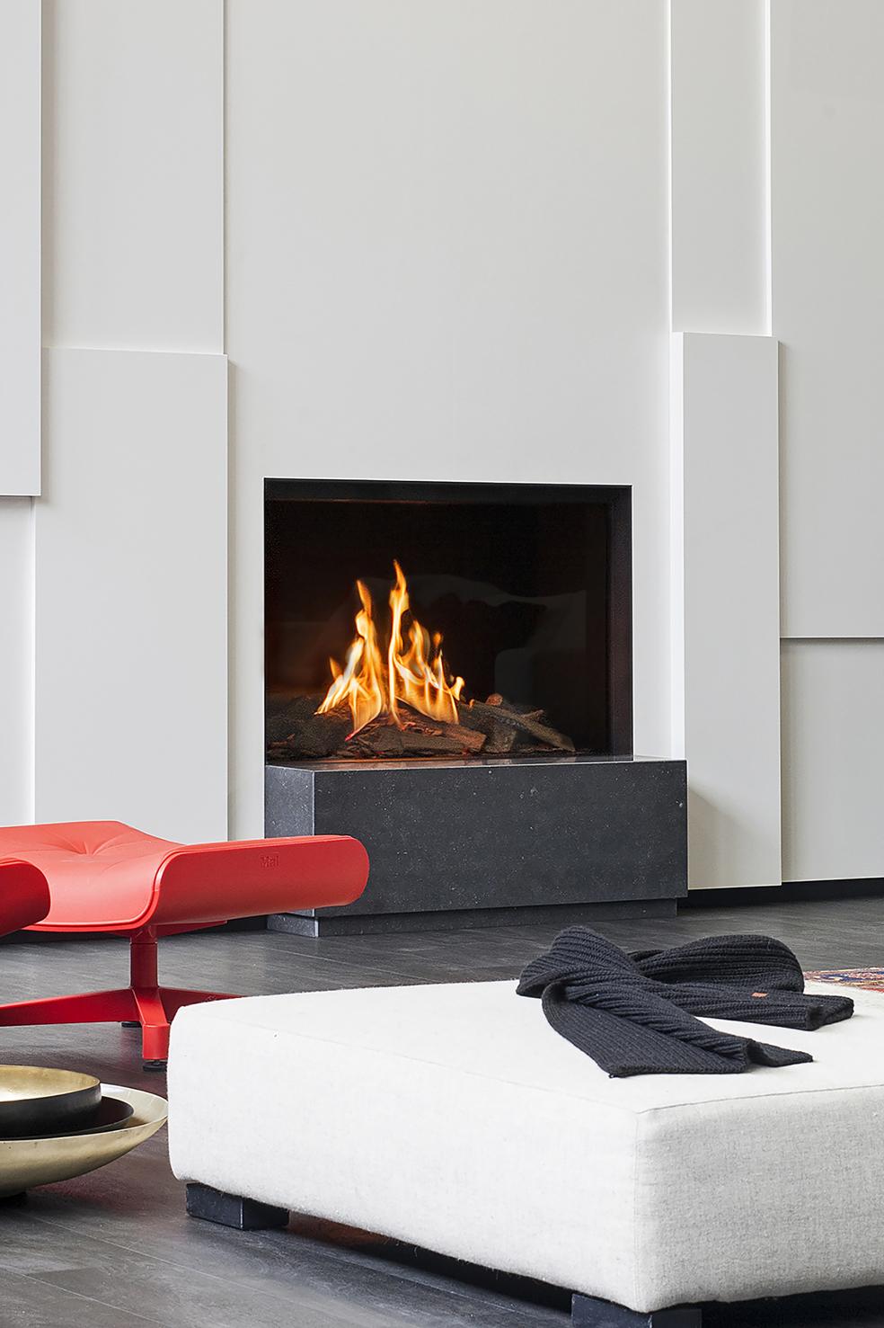 Faber gashaard MatriX 650i met echte vlammen. De brandende keramische houtstammen van Logburner 2.0 geven een nóg realistischer houtvuurbeleving. De haard heeft maar liefst vijf branders die in- en uitschakelbaar zijn.