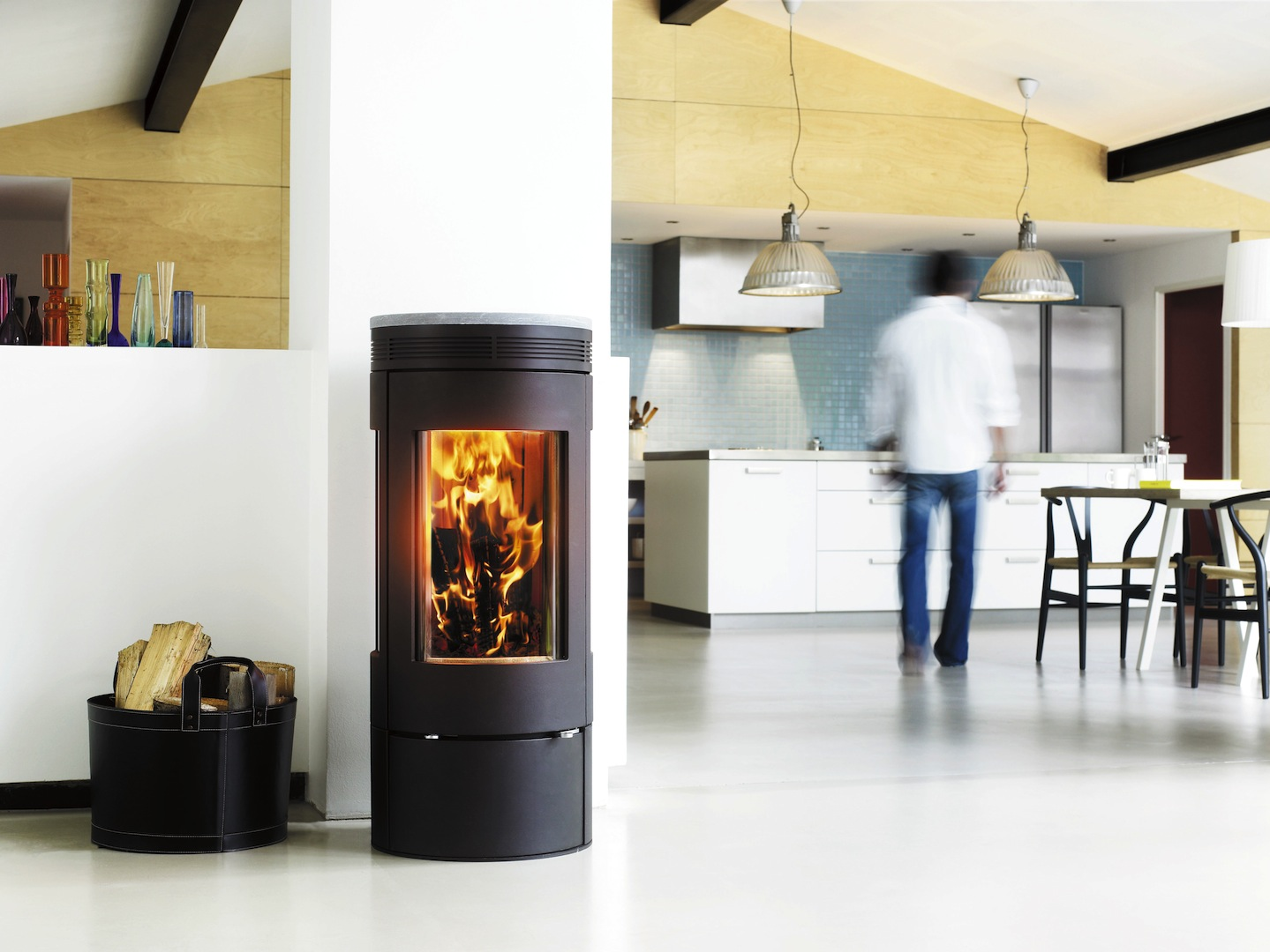 Keuken met houtkachel van speksteen EOS 1065 van Jydepeysen