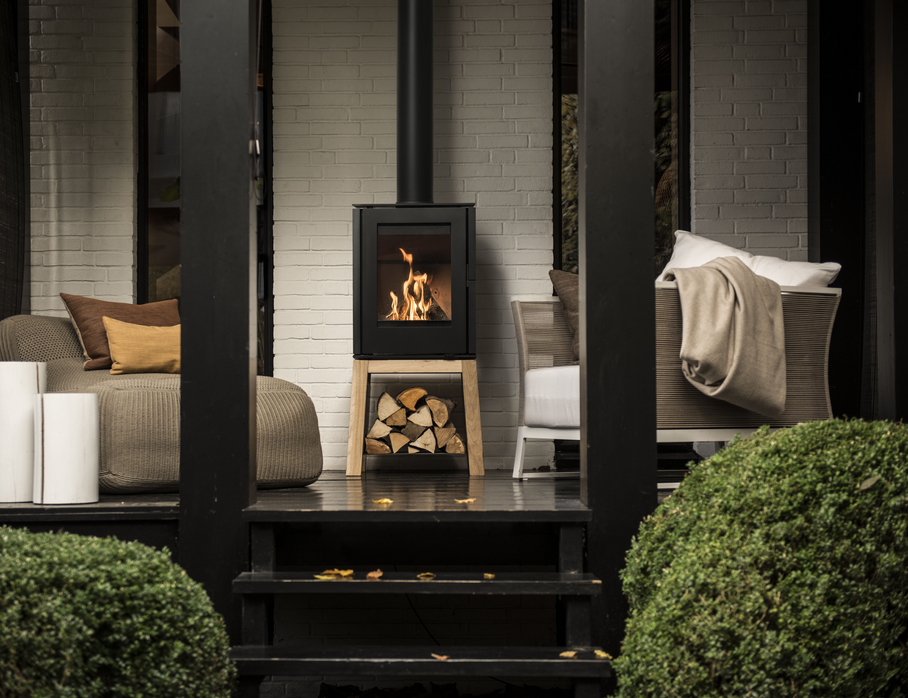 Veranda met helex houtkachel Woody Loft by Wolterinck design studio #houtkachel #design