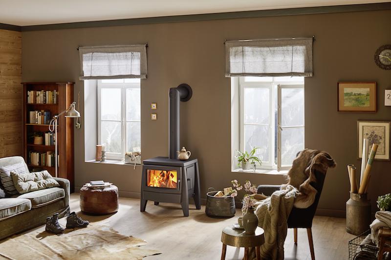 Gietijzeren houtkachel Iron Dog 7 van Brunner met een schonere verbranding en een lage schoorsteentemperatuur voor een nog hoger rendement van maar liefst 86% #houtkachel #kachel #irondog #irondog7 #brunner