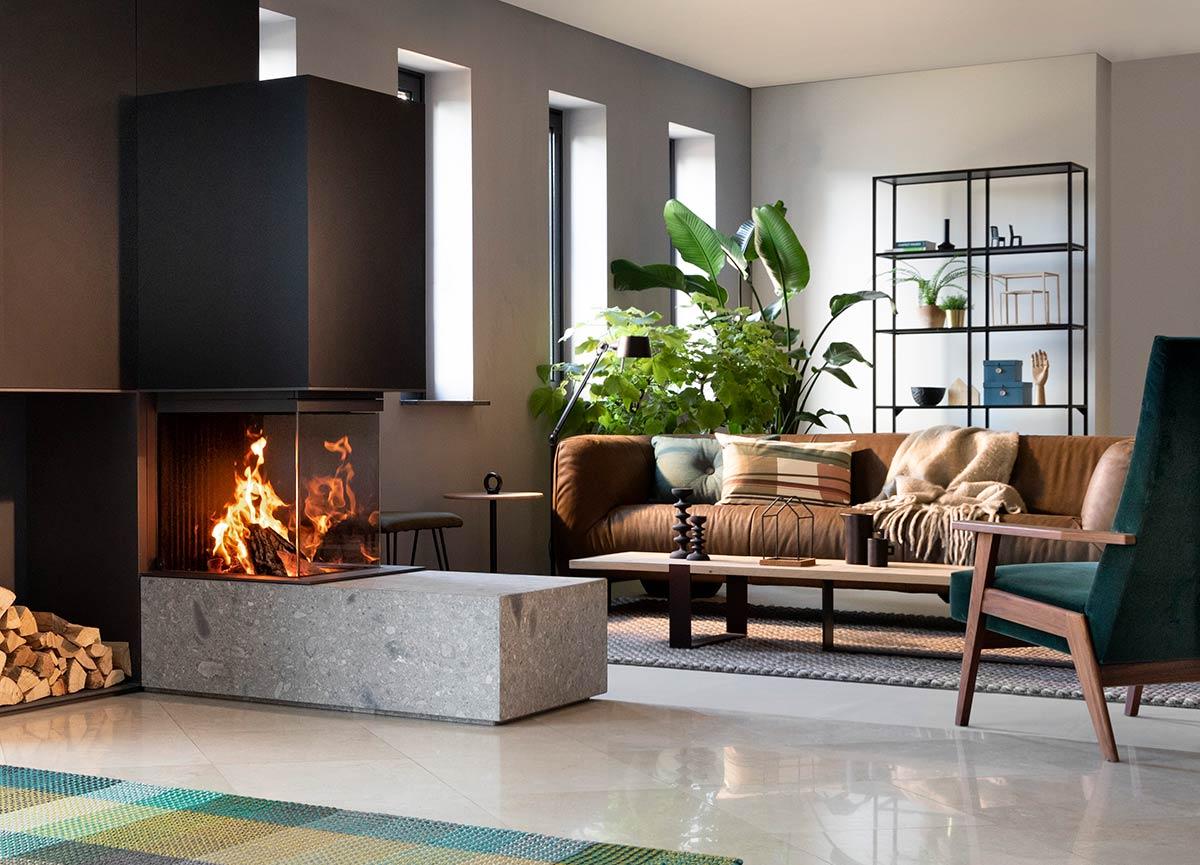 Houthaard, inbouwhaard, designhaard, haard op maat. W35 / 50 R van Kalfire #houthaard #haard #designhaard #inbouwhaard #driezijdigehaard #kalfire #interieur #interieurinspiratie