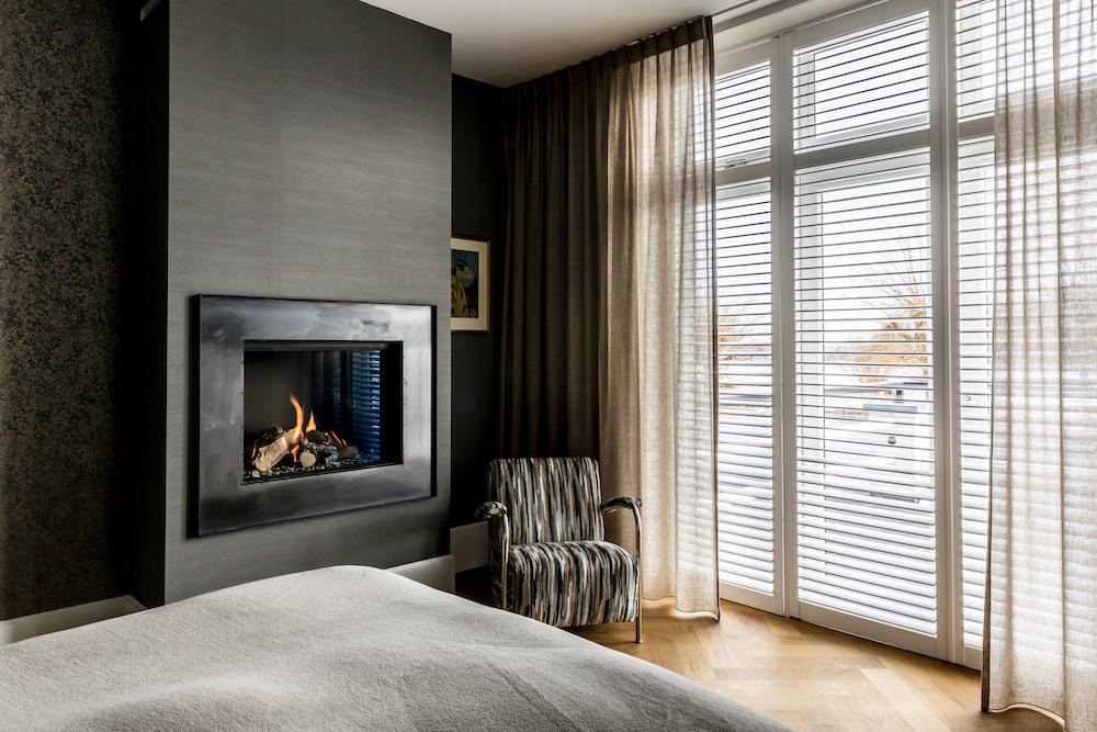 Kalfire gashaard in slaapkamer via Reijnhoudt & van der Zwet #gashaard #haard #slaapkamer #kalfire #reijnhoudtvanderzwet #haardeninspiratie #interieur