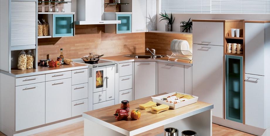 Keuken met houtgestookt fornuis - Lohberger via Dutry