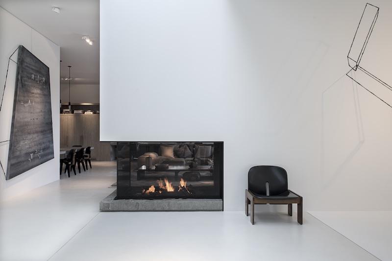 Metalfire Urban gashaard. Design doorkijkhaard op hoek. Foto: Mireille Roobaert - DSC #metalfire #haard #designhaard #doorkijkhaard #hoekhaard #interieur #architectuur #interieurarchitectuur