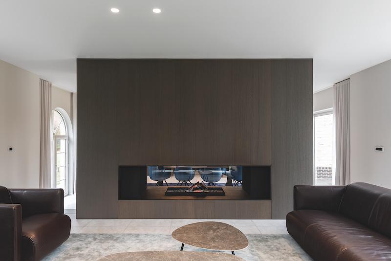 Metalfire doorkijkhaard design - foto Cafeine Stijn Vereecken #interieur #doorkijkhaard #haard #designhaard #metalfire #architecture
