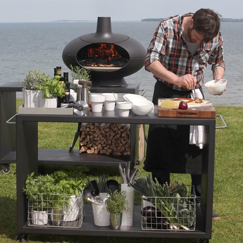 Morsø Pizza Oven met pizzatafel. Ook te gebruiken als tuinhaard