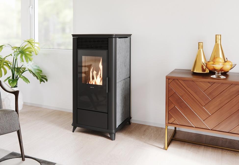 Pelletkachel Torsby met speksteen via nordic Fire. Prachtig vuur, zeer stil en voorzien van een gepatenteerd, automatisch reinigingssysteem. Met subsidie! #pelletkachel #verwarmen #duurzaamverwarmen #nordicfire #pelletkachel