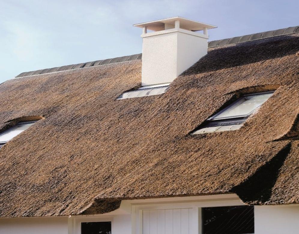 Prefab schoorsteen op rieten dak. Voorkom een schoorsteenbrand - via Poujoulat