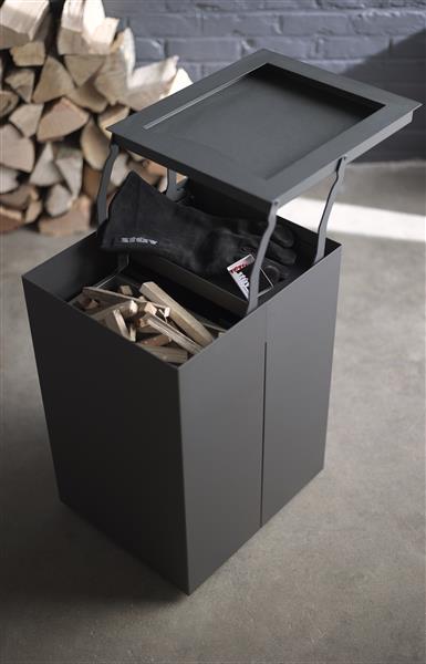 Berg je spullen voor het aansteken van de houtkachel op in de Mobilobox van Stuv