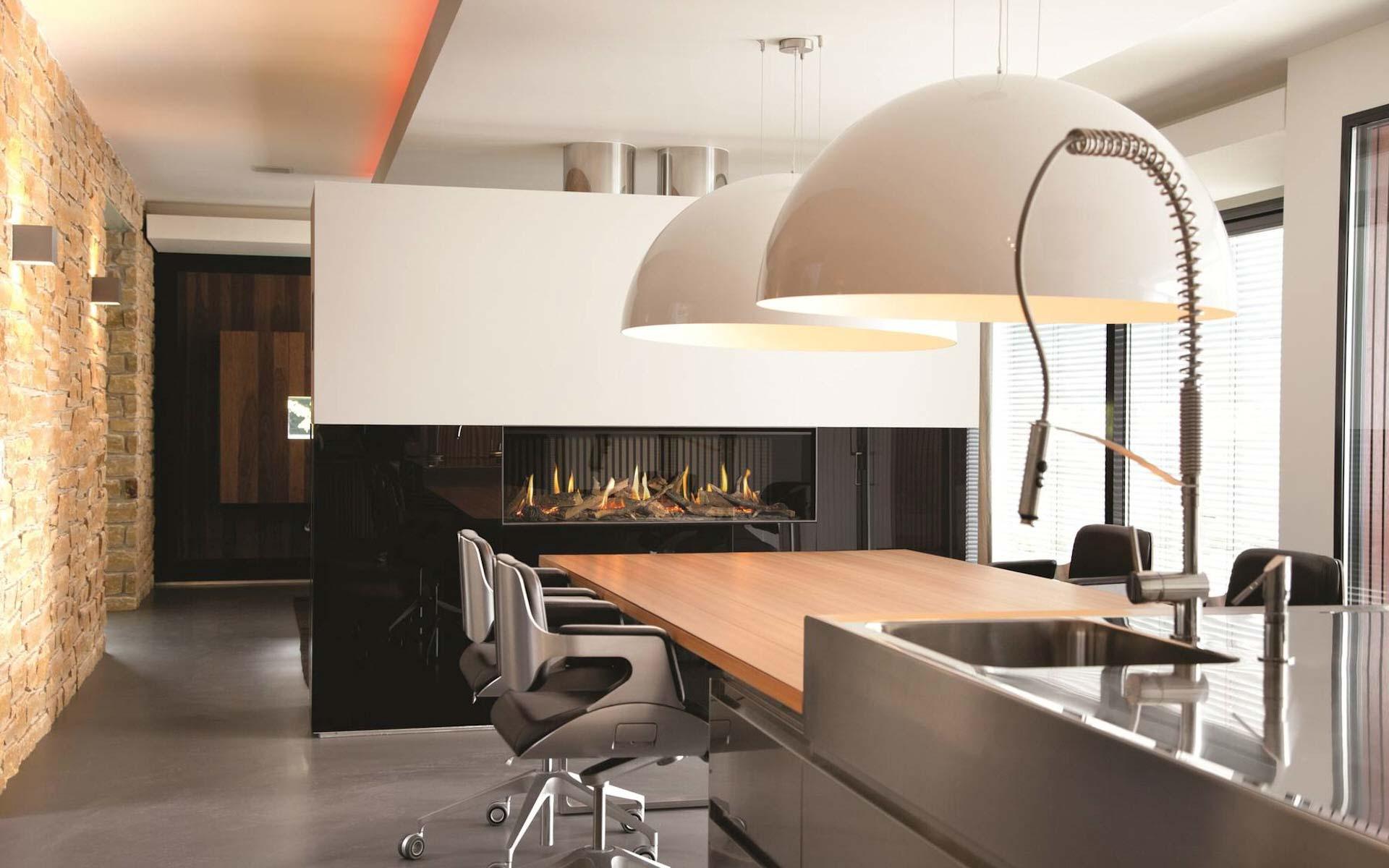 Een haard in de keuken interieurinspiratie nieuws startpagina voor keuken idee n uw - Afscheiding glas keuken woonkamer ...