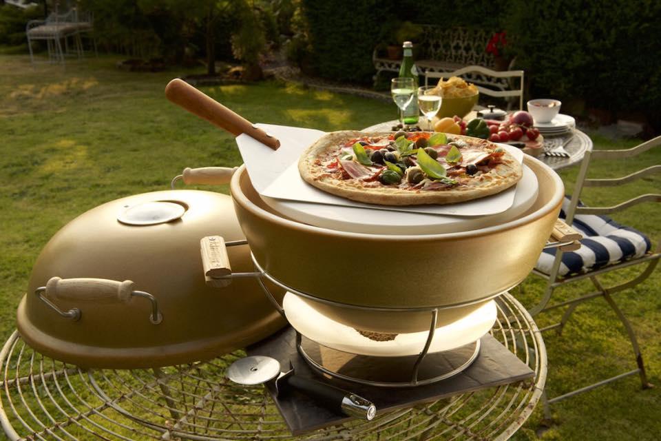Keramische en verplaatsbare pizzaoven van African Flame. Ook geschikt voor de BBQ en als rookoven #africanflame #pizza #tuin
