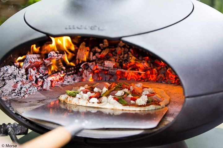 Morso pizzaoven met pizzaspatel #buitenhaard #pizzaoven #grill #barbecue