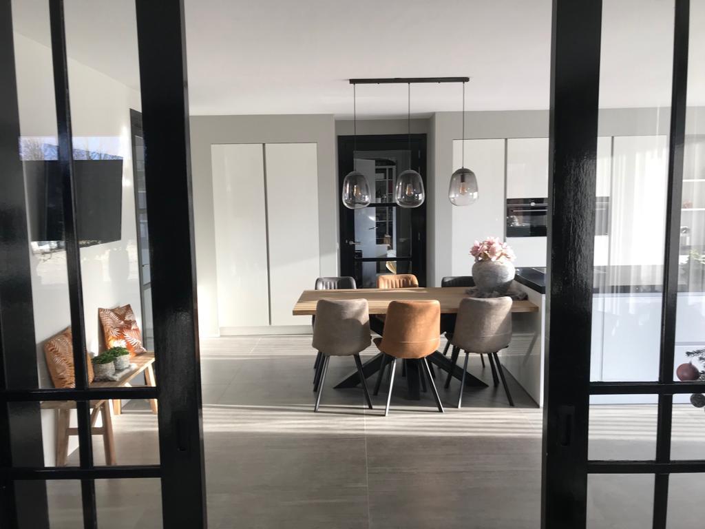 Witte keuken met kookeiland. Keukens 2020. Kuhlmann keukens Vida hoogglans