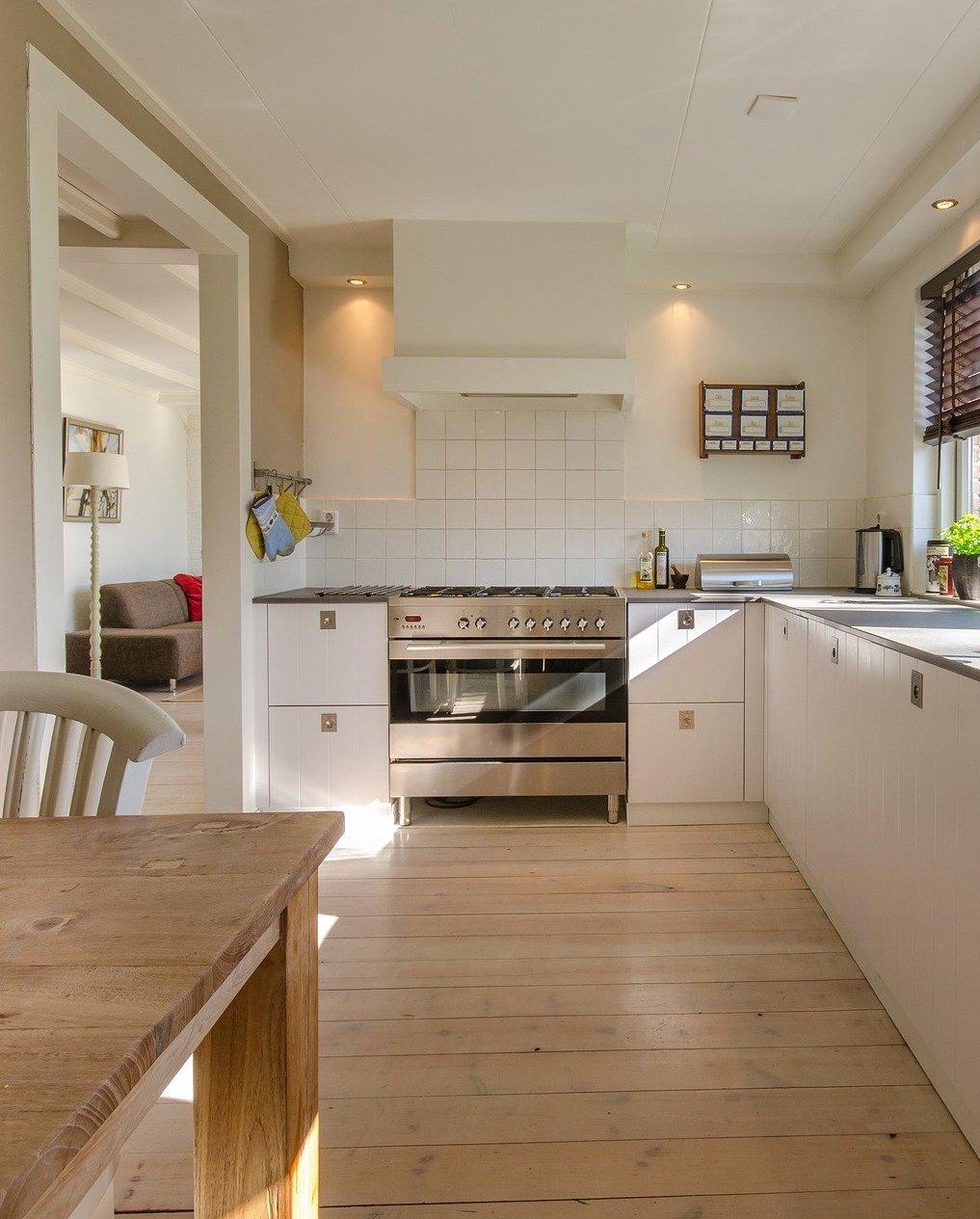 Sfeer creëren in de keuken met verlichting #keuken #verlichting #ledverlichting #ledinbouwspots