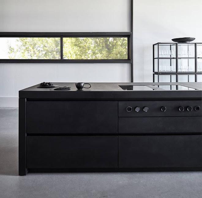 Zwarte keuken MASS van Piet Boon. #keuken #keukeninspiratie