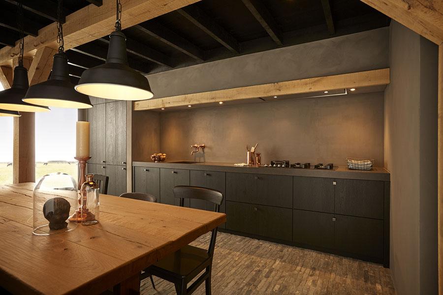 Zwarte keuken in landelijke stijl via Keller Keukens #zwartekeuken #landelijk #kellerkeukens