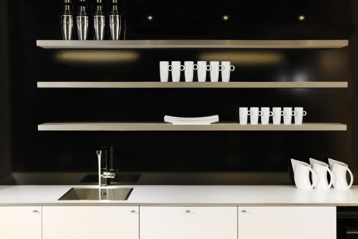 Greenpanel wandschap voor de keuken met onzichtbaar ophangsysteem van Toplaminaat-Dekker Zevenhuizen