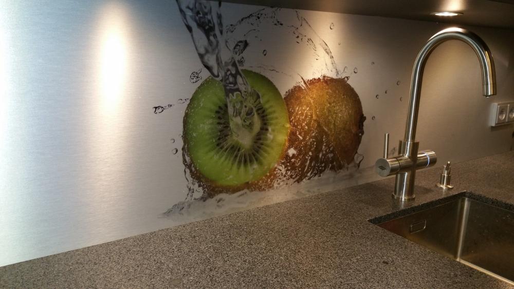 Achterwand voor de keuken met kiwi fotoprint via Visualls