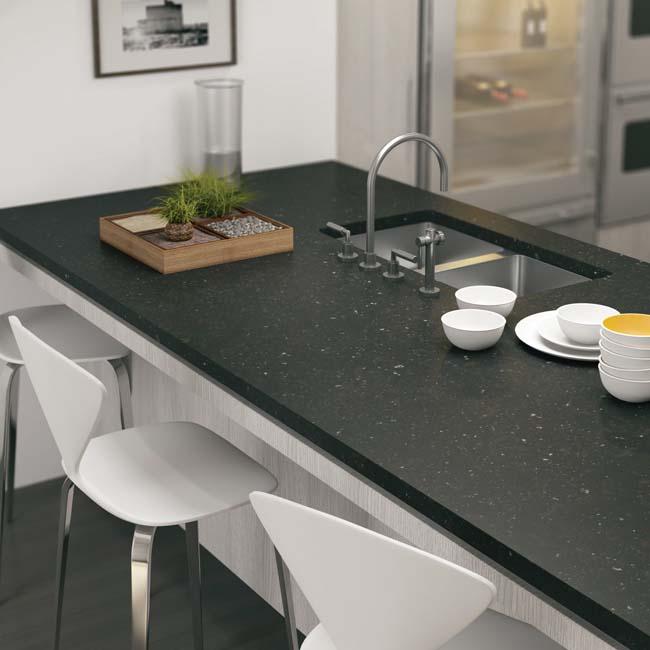 Keuken met werkblad van composiet. Silestone Arden Blue via Arte
