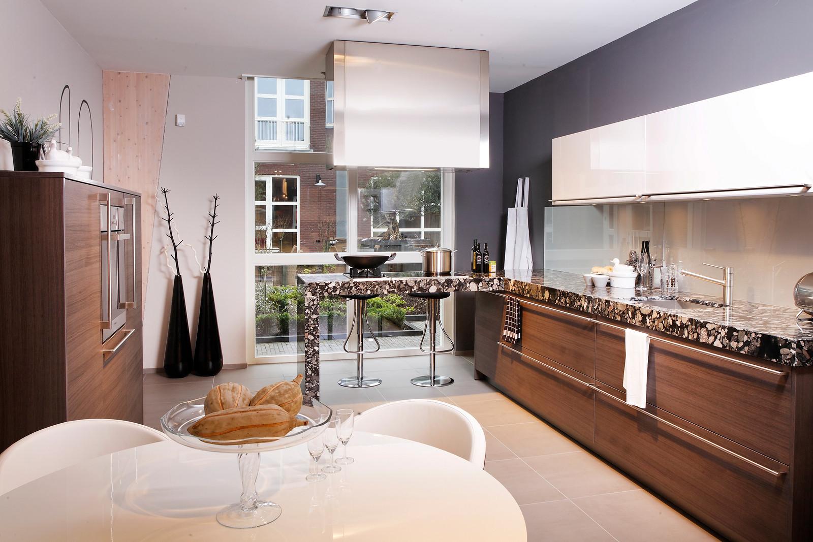 Houten keuken met granieten aanrechtblad via Arte