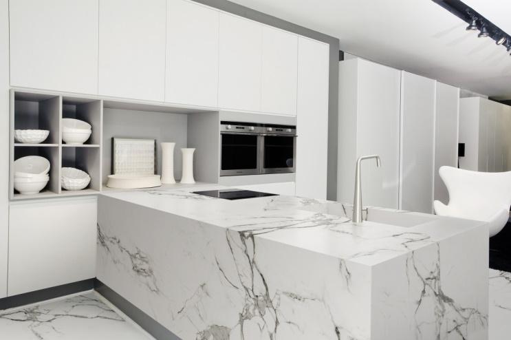 Keuken met marmerlook werkblad Dekton via Arte