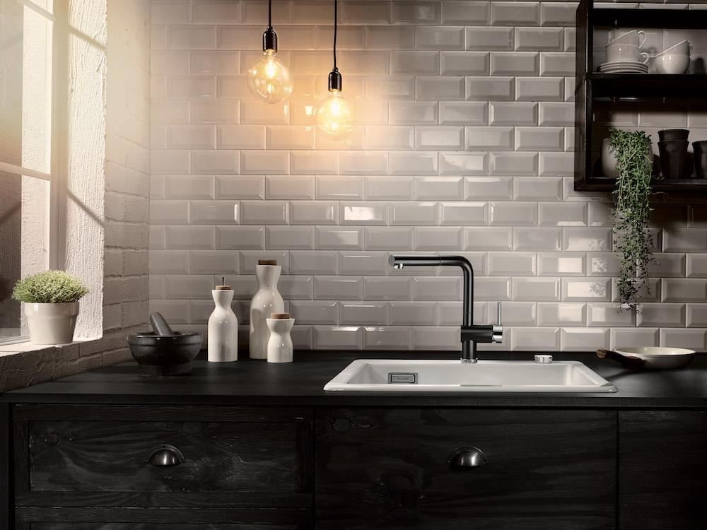 Zwarte keukens voorbeelden van keukenstijlen nieuws startpagina voor keuken idee n uw - Keuken tegel metro ...