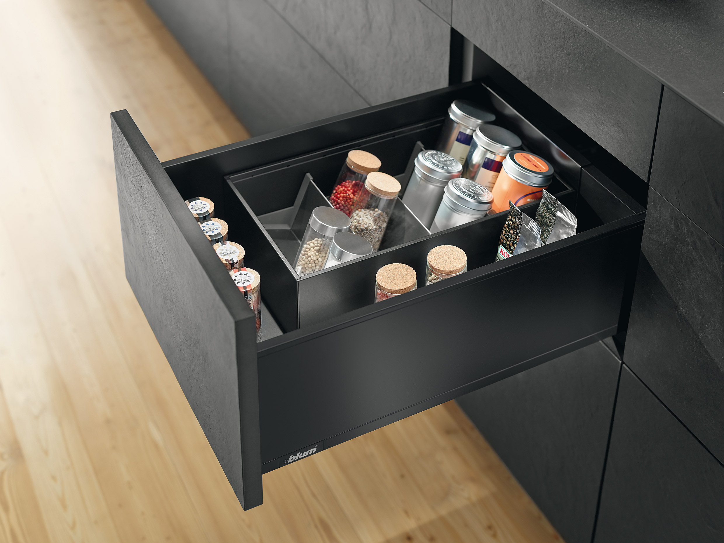 Perfect de keukenlade indelen met Legrabox van Blum